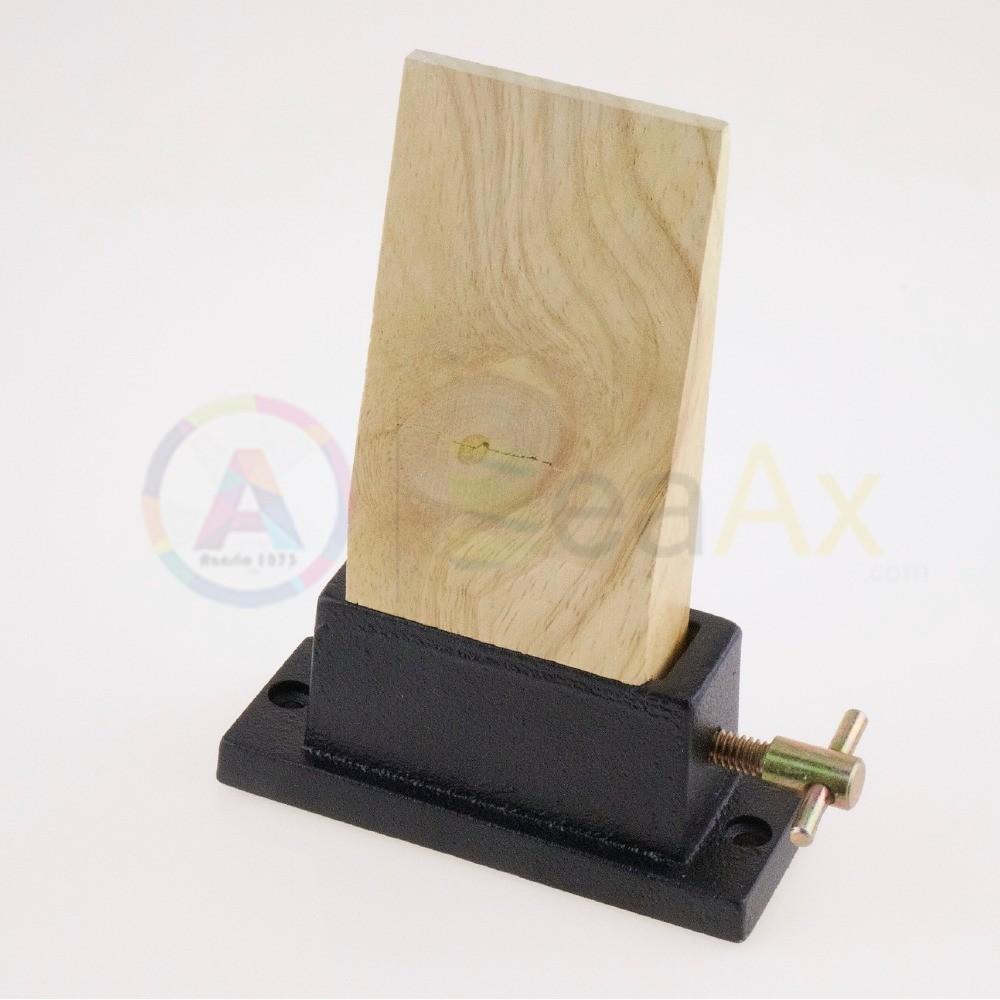 Stocco legno 135x55x28 mm con piastra attacco a vite su banco lavoro 100x40 mm AG0130
